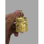 Pingente Jesus é o dono do lugar  banhado a ouro 18k