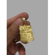 Pingente Jesus é o dono do lugar  - banhado a ouro 18k