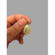 Pingente leão da tribo de Judá oval banhado a ouro 18k