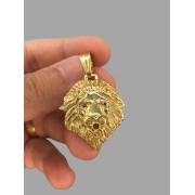 Pingente leão - pedras nos olhos-  banhado a ouro 18k