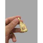 Pingente mãos rezando -   banhado a ouro 18k