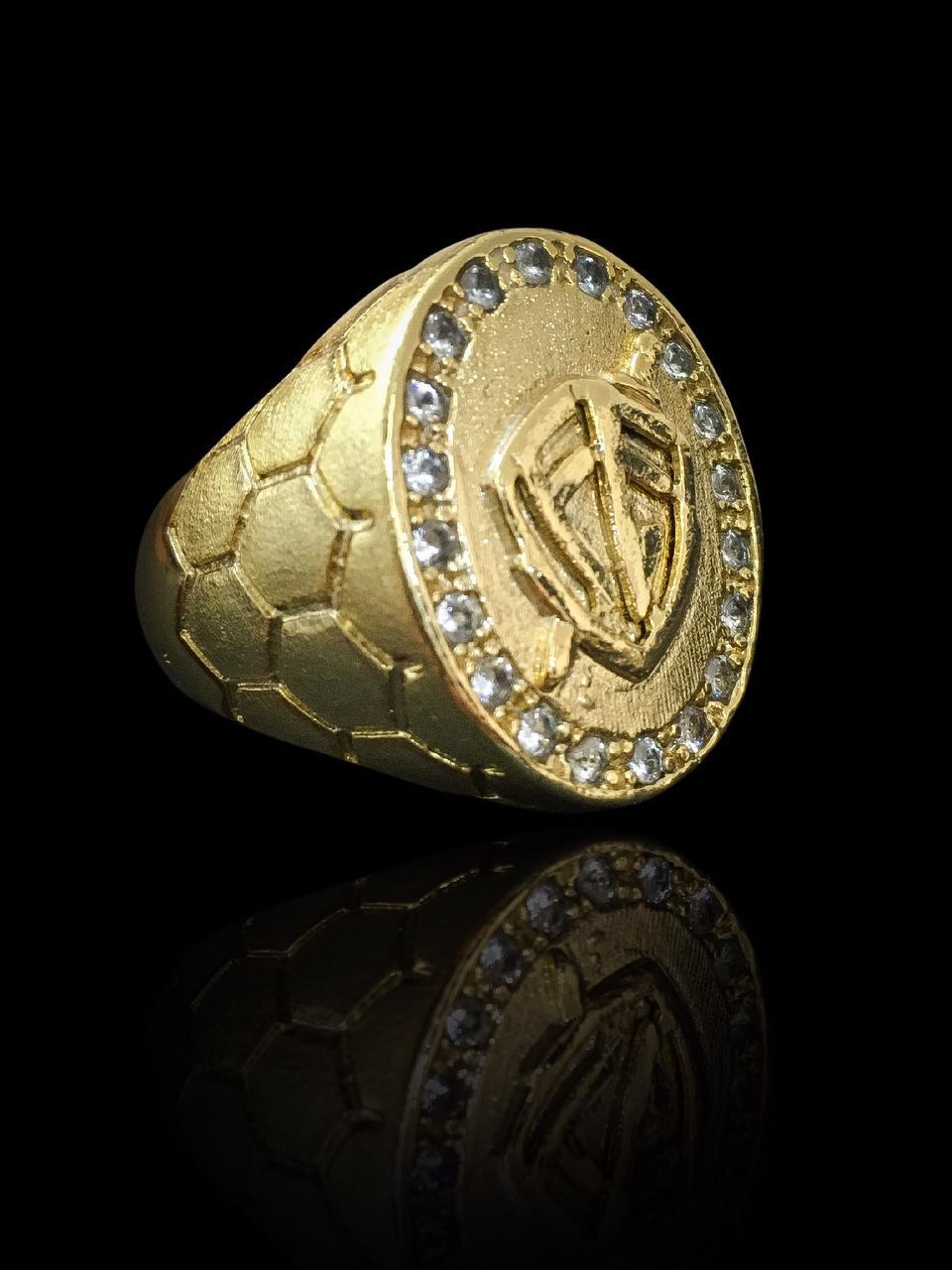 Anel masculino - Oval com Escudo da Fé - Borda cravejada de Zircônia - Detalhes nas laterais - banhado a ouro 18K -  13 g (prazo de 7 dias para a fabricação  )