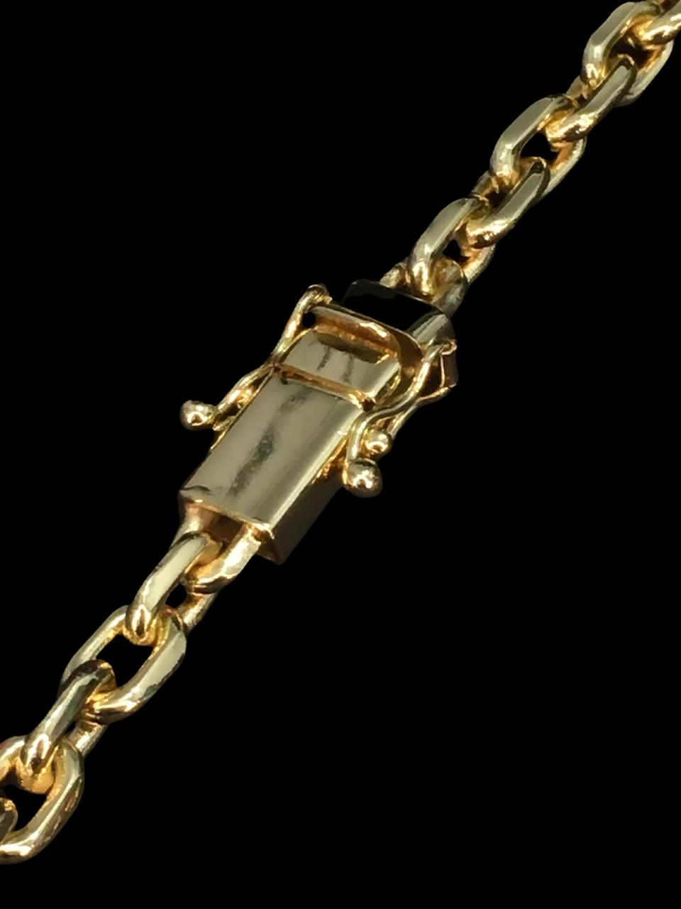 Corrente cartie -  7 milímetros - 70 Centímetros - fecho Gaveta trava dupla  - Banhado a ouro 18 k