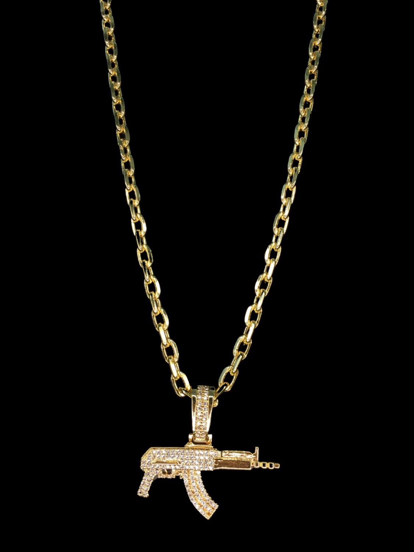 Kit Corrente cartie - 5 milímetros -   70 centímetros  - fecho gaveta   Com Pingente ak 47 cravejado de pedras  Banhados a Ouro 18k