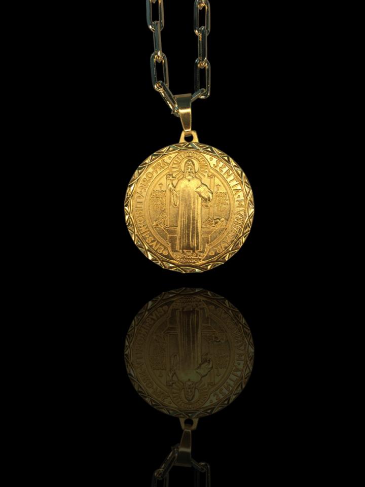 Pingente São Bento detalhes diamantado banhado a ouro 18k