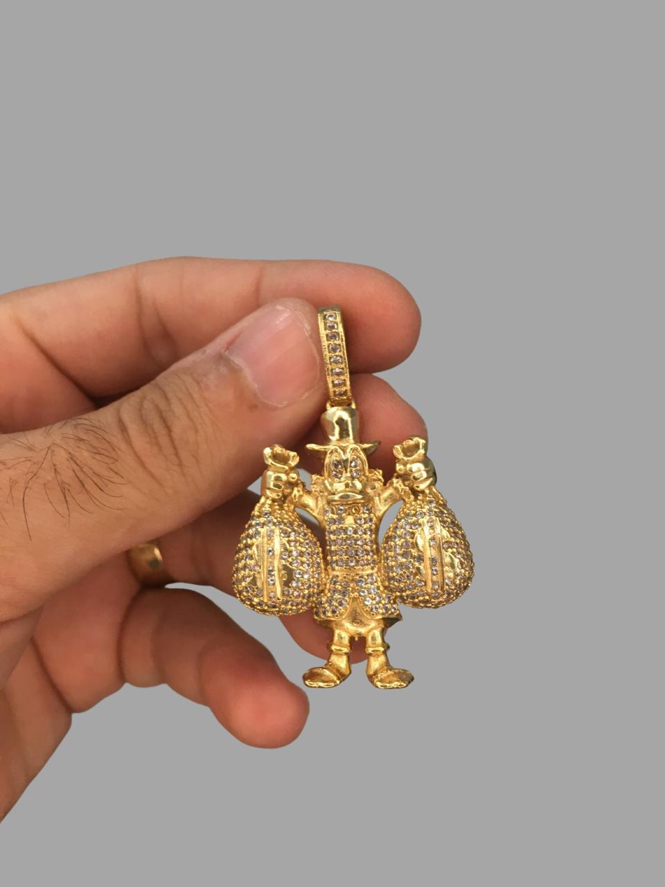 Pingente Tio Patinhas - Cravejado de Zircônia - pedras nos olhos-  banhado a ouro 18k