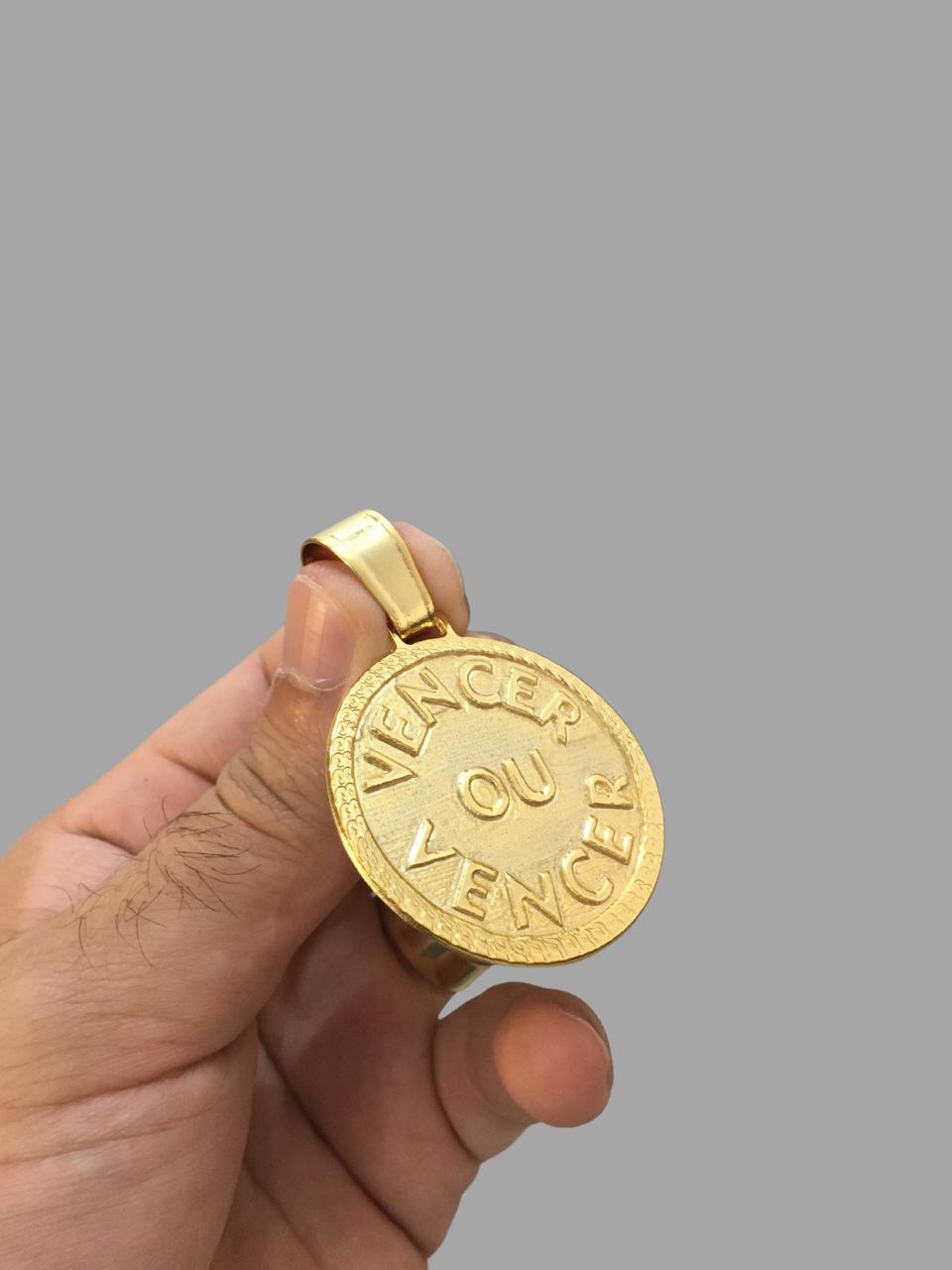 Pingente  Vencer ou Vencer -   banhado a ouro 18k
