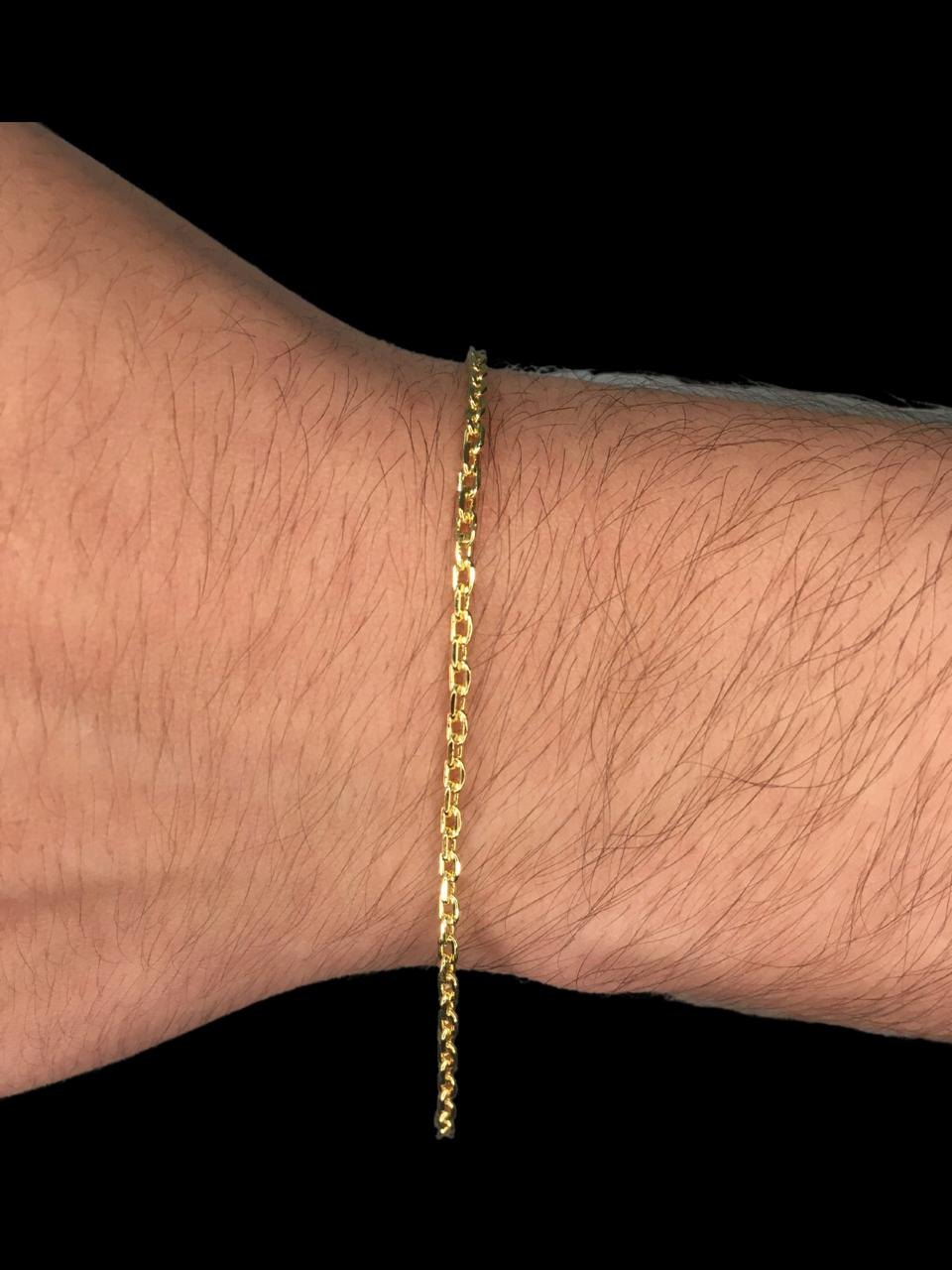Pulseira Cartie -  2 milímetros - Achatada  - 22 Centímetros - fecho gaveta - Banhado a ouro 18 k