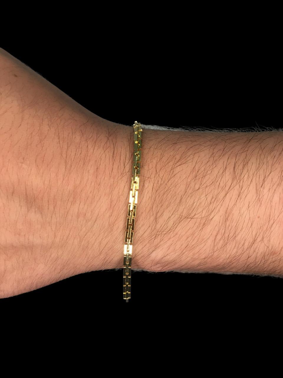Pulseira  cartie quadrada  -  3 milímetros - 22 Centímetros - fecho gaveta - Banhado a ouro 18 k
