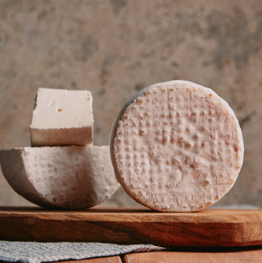 Avecuia - Queijo de leite de ovelha tipo Camembert - 280g - Rima Queijaria  - Beth Bakery