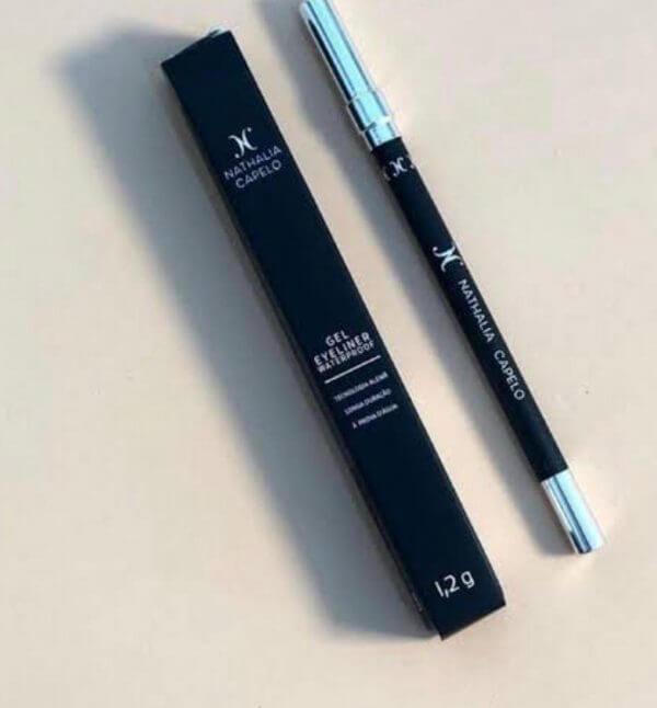 Lápis Preto à Prova D?água - Nathalia Capelo