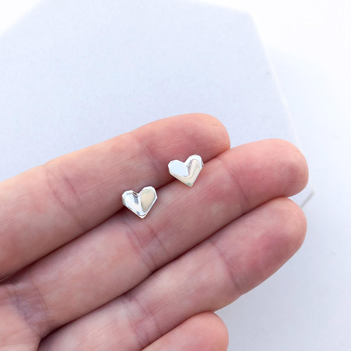 Brinco de Prata Mini Coração Origami