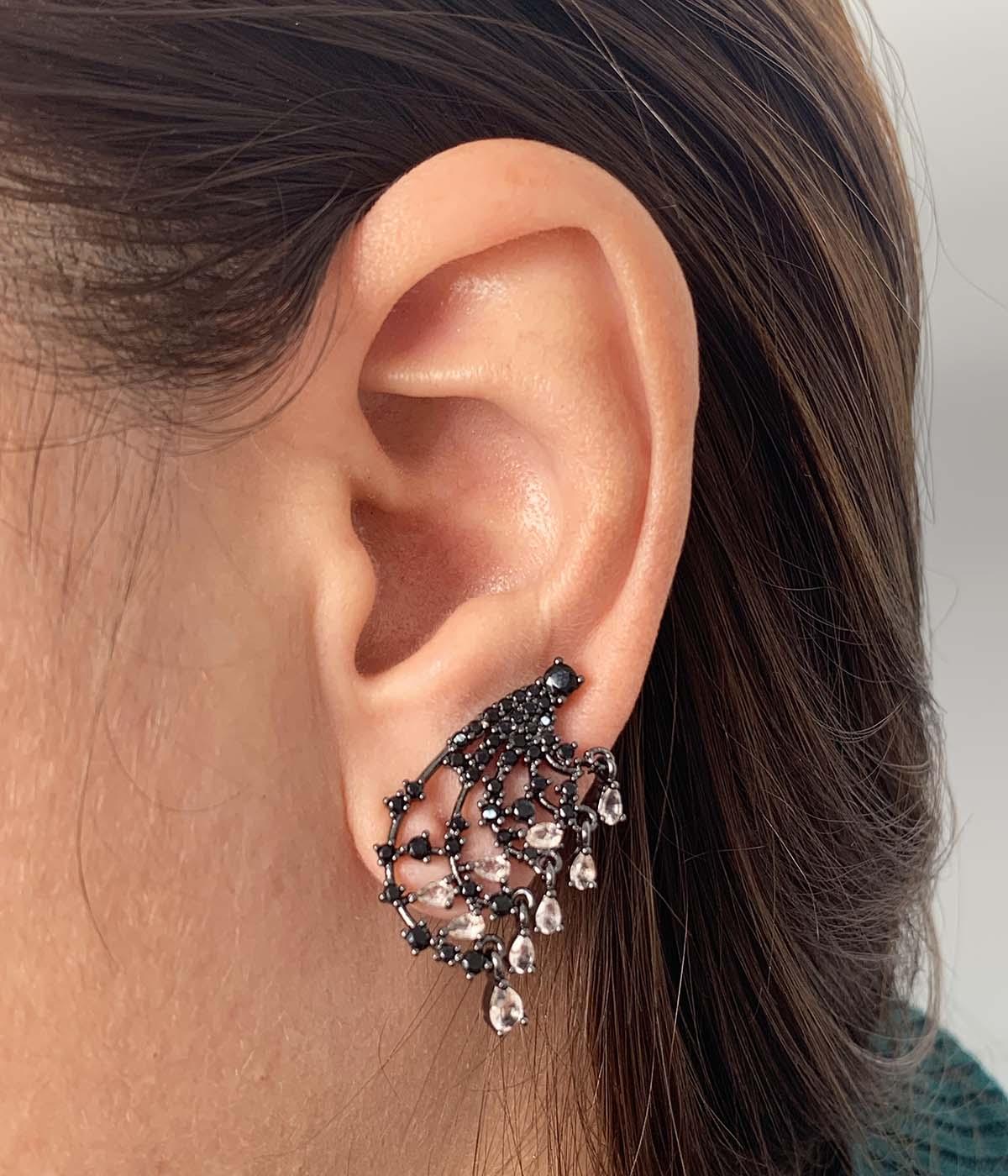 Brinco Ear cuff Bijuteria Grafite Pedras e Cristais Champagne Pendurado