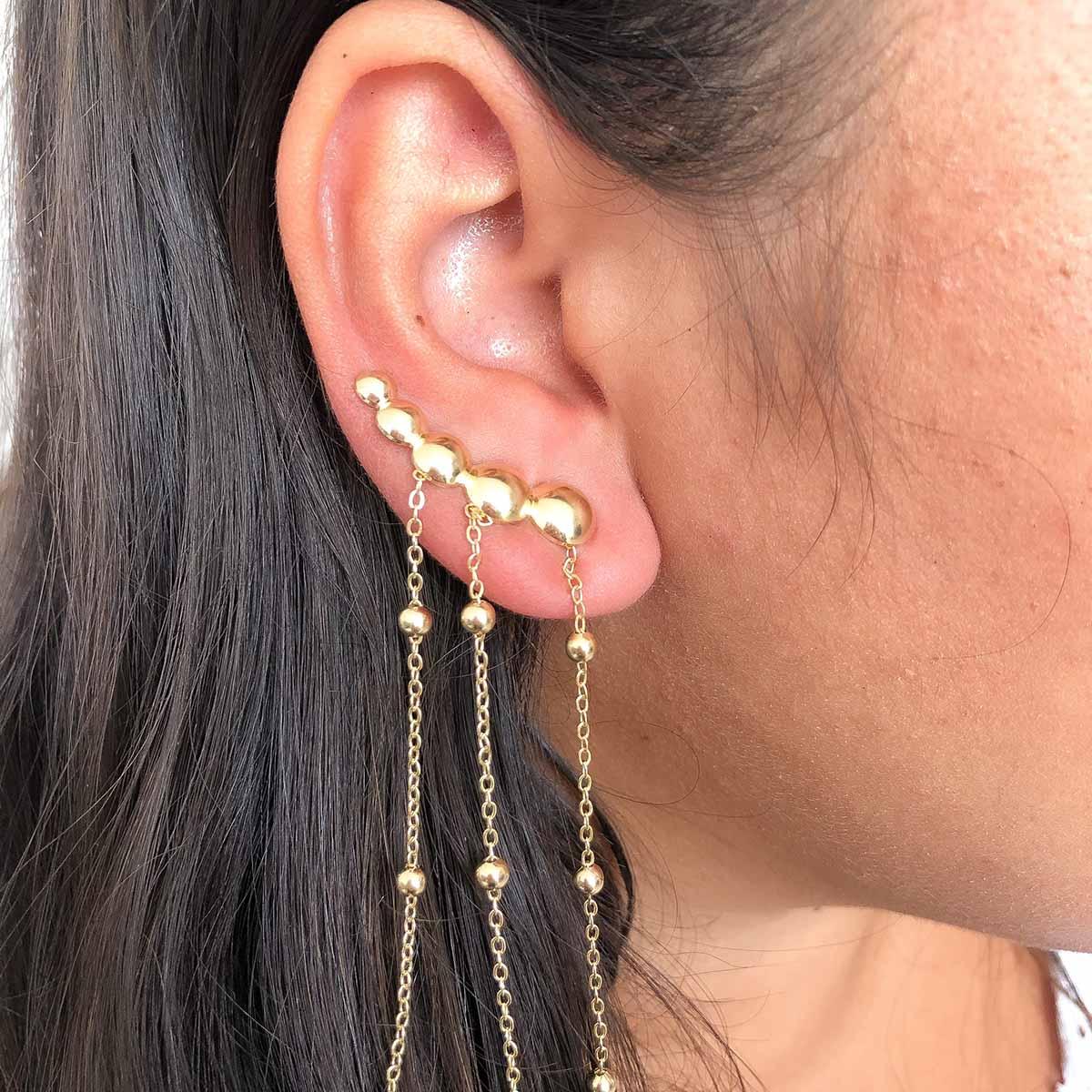 Brinco Ear Cuff Folheado a Ouro 18k Bolinhas com Corrente Pêndulo