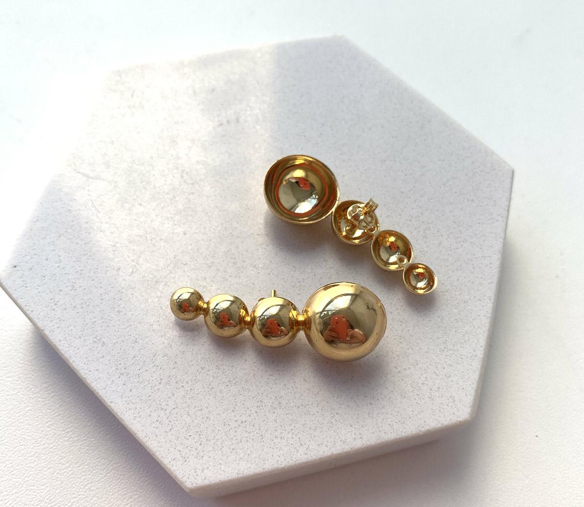 Brinco Ear cuff Folheado a Ouro 18k Quatro Bolas Assimétricas