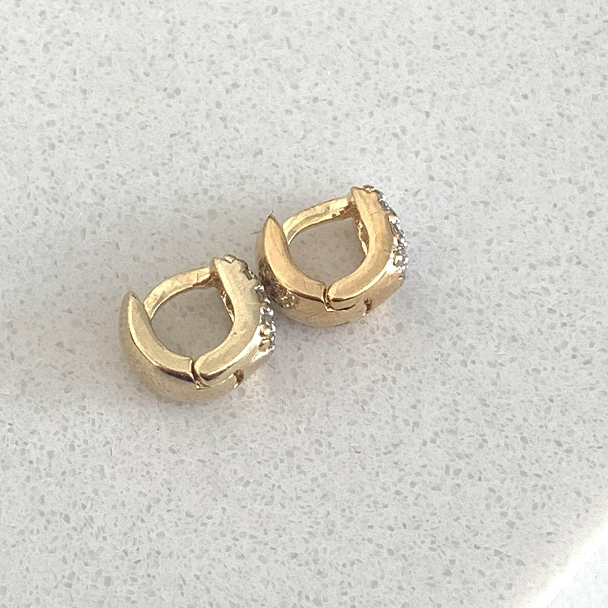 Brinco Folheado a Ouro 18k Argolinha Mini Zircônias