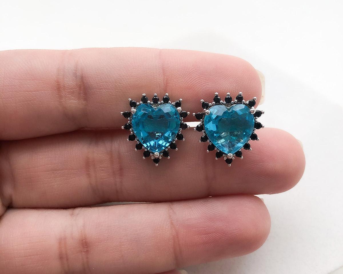 Brinco Folheado a Ródio Coração Rodeado Pedra Azul