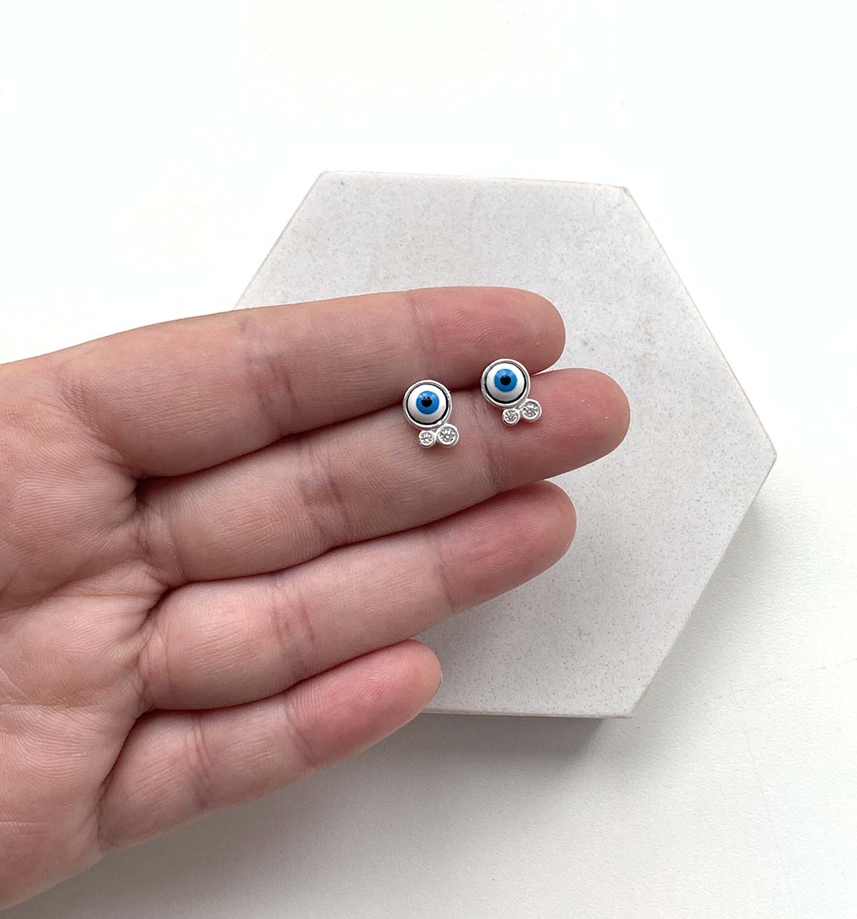 Brinco Prata Olho Grego Azul Escuro com Detalhes Ponto de Luz
