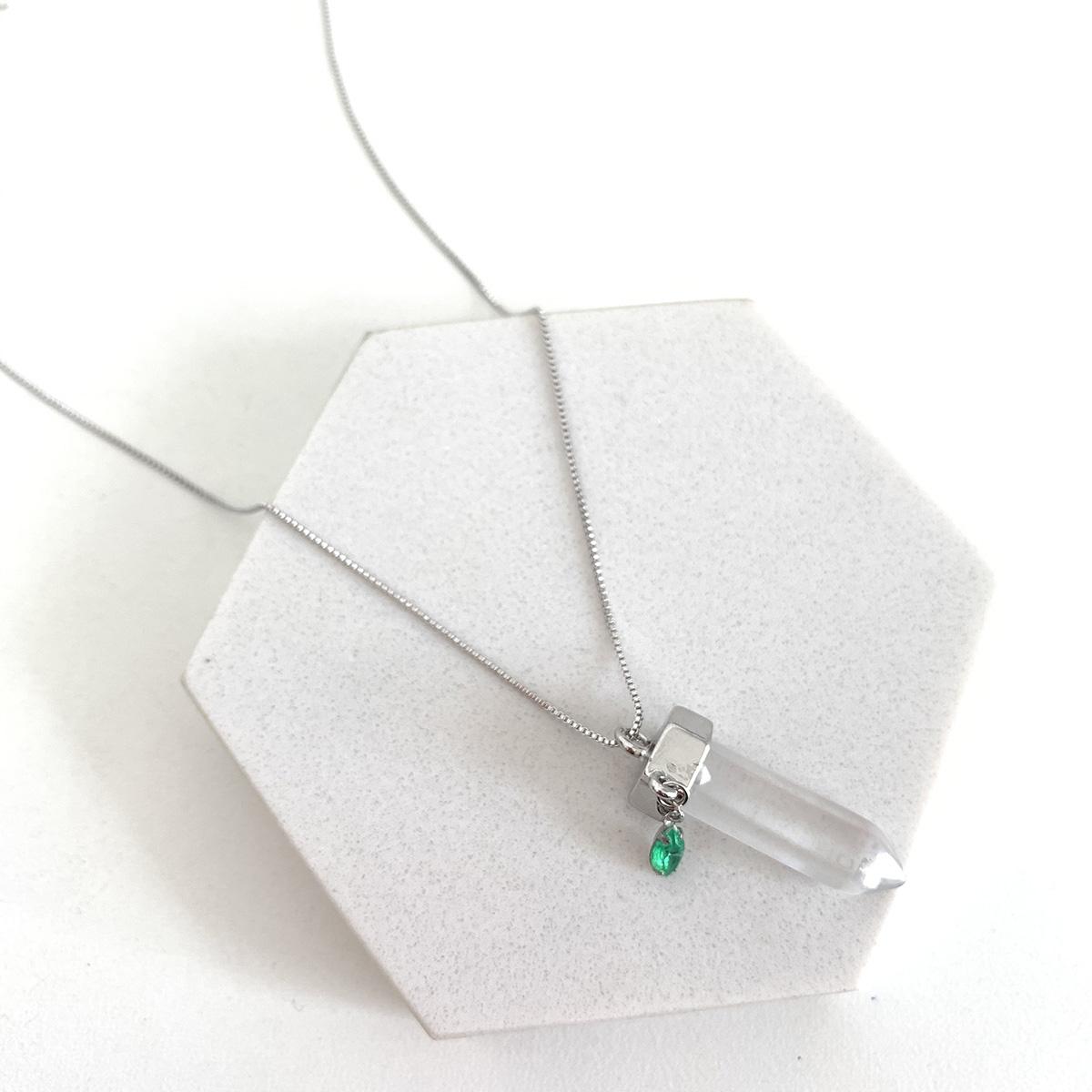 Colar de Bijuteria Ponta de Cristal Pedra Verde Prateado