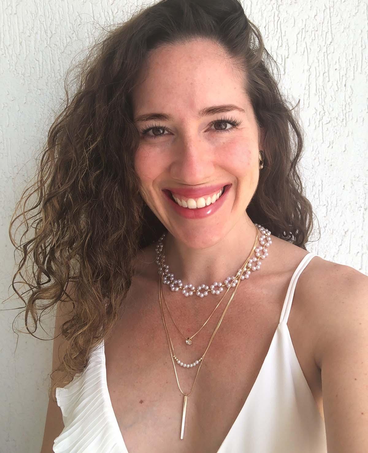 Colar Sabrina Bijuteria Círculos Perolinhas Detalhe Dourado