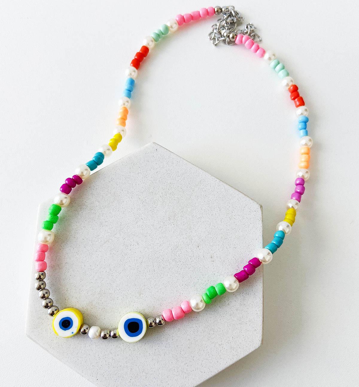 Colar Sueli Bijuteria Miçanga e Olho Grego Colorido Detalhes Pérola