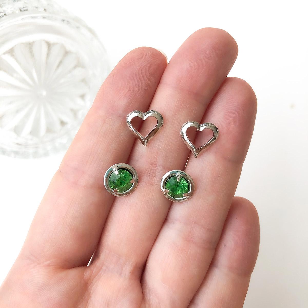 Kit Brinco 2 Pçs Folheado a Ródio Coração e Ponto de Luz Verde