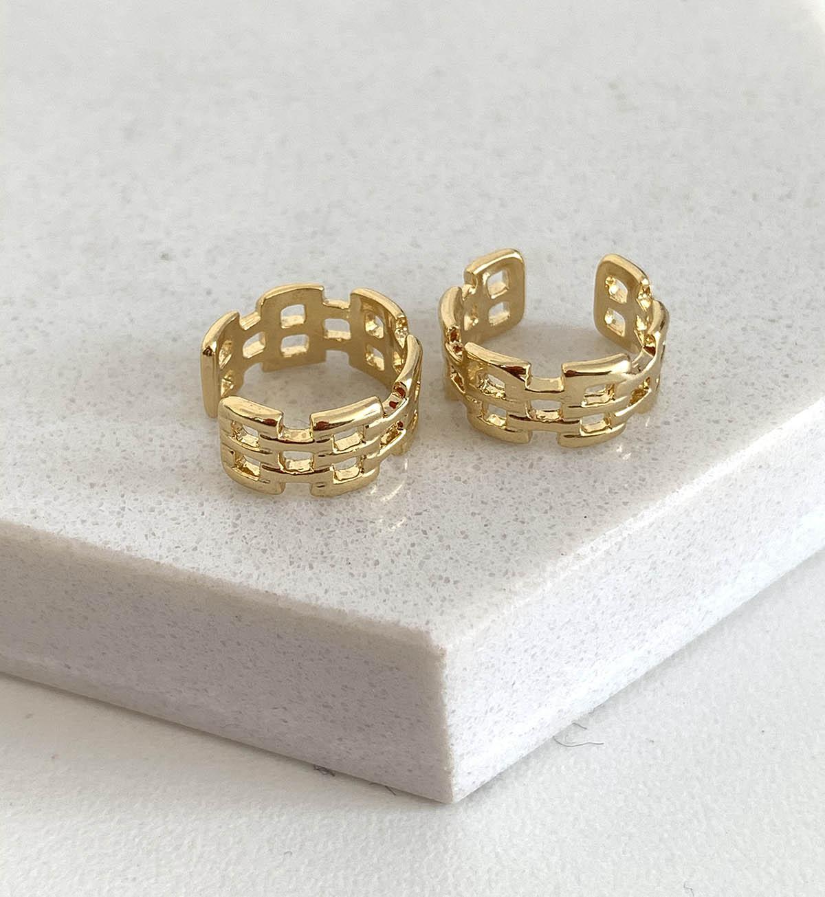 Piercing Bijuteria Dourado Detalhes Quadrados