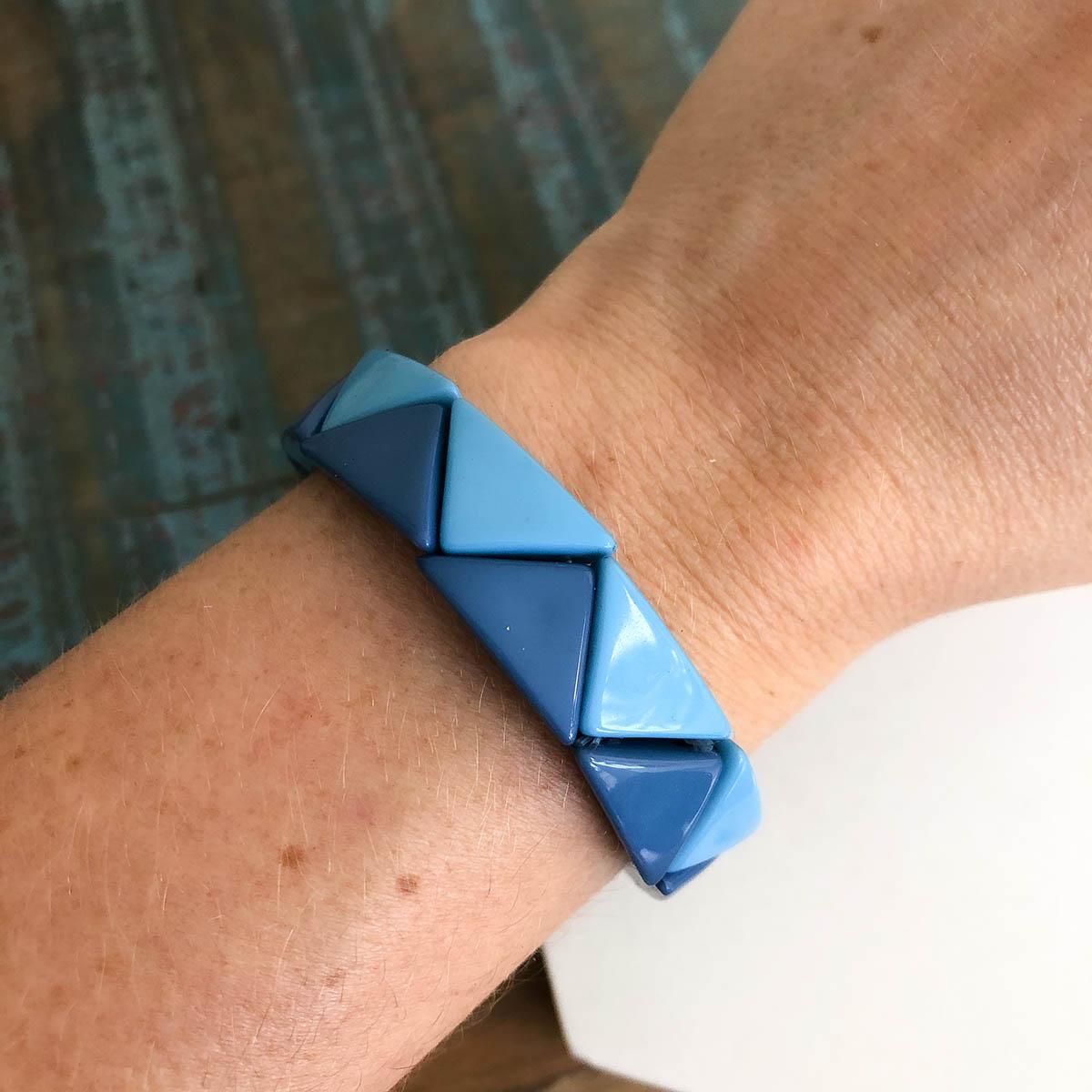 Pulseira Resina Triângulo Largo Tons de Azul de Bijuteria