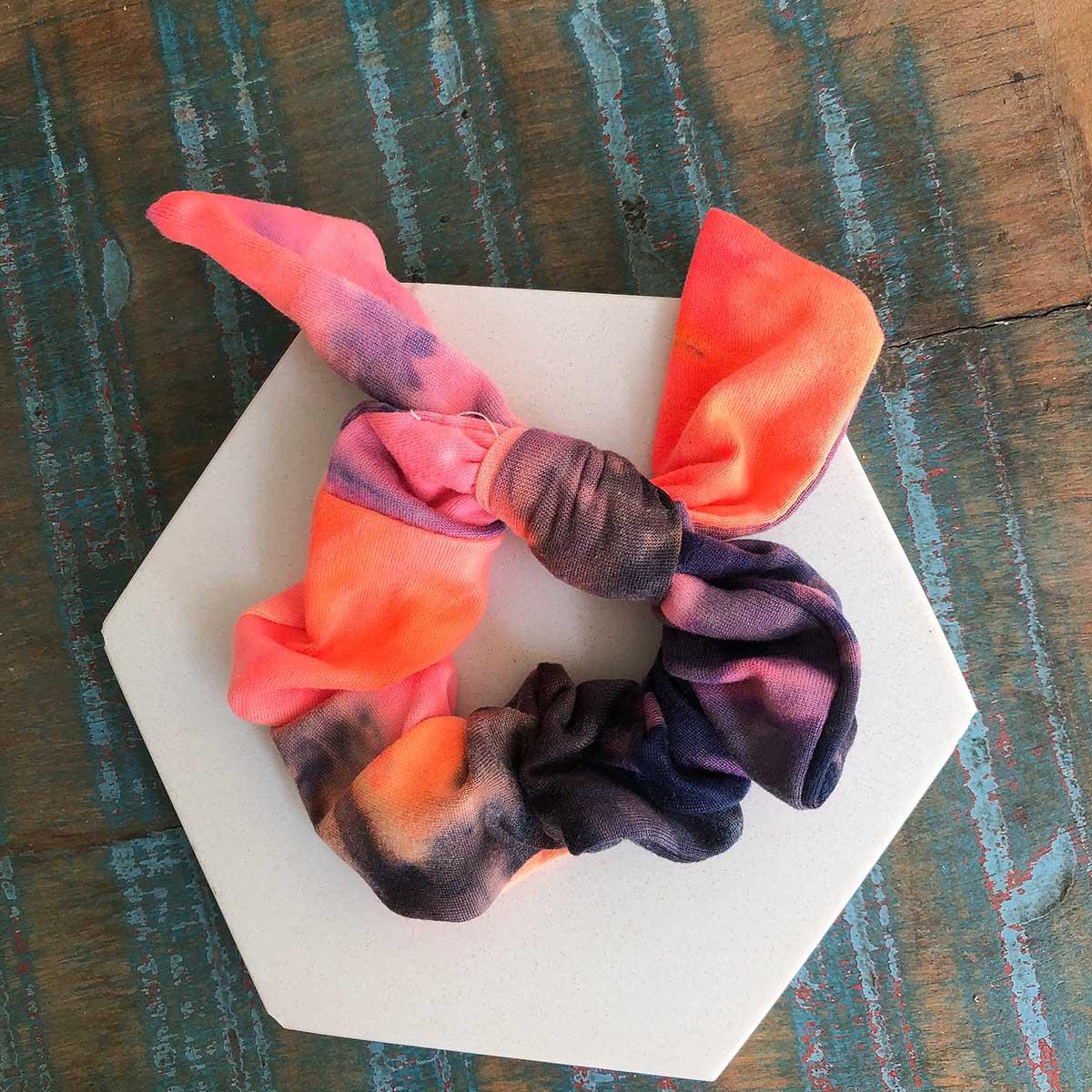 Scrunchie Tie Dye Laranja Rosa Marrom