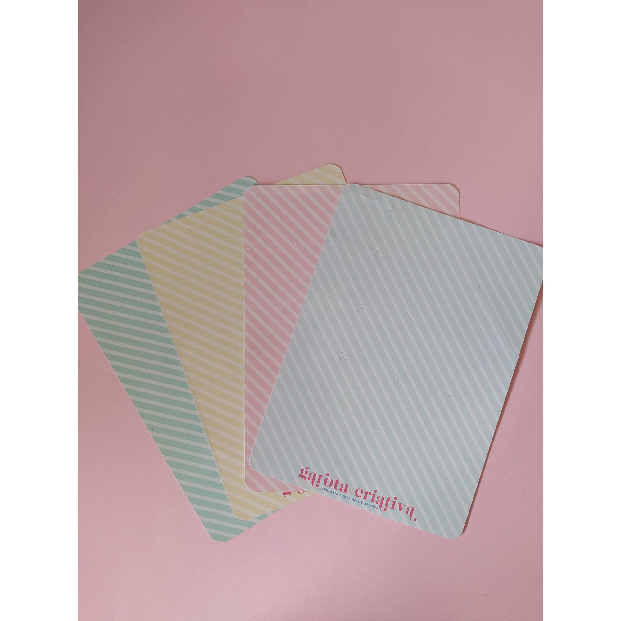 Cantoneiras adesivas