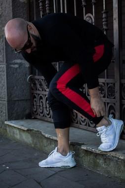 Calça Jogger Moletom Masculina Slim Faixa Lateral Vermelha