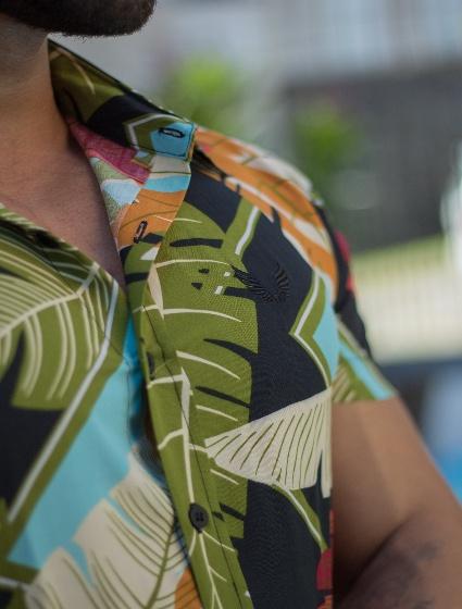 Camisa Masculina Manga Curta em Viscose Floral Colorida