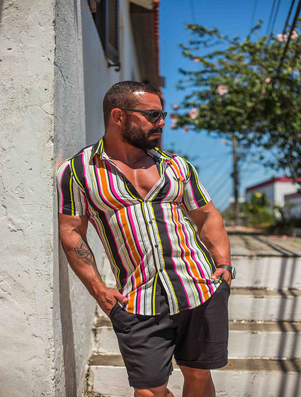Camisa Masculina Slim Manga Curta em Viscose Listrada