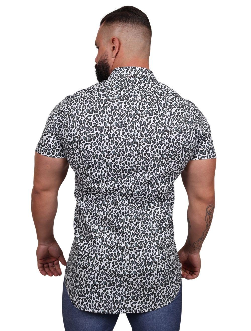Camisa Masculina Slim Manga Curta com Elastano Animal Print