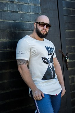 Camiseta Masculina Estampa Rosa Longline