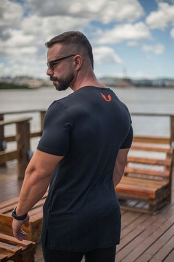 Camiseta Masculina LongLine Preta com Elastano