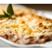 Lasanha de berinjela, finas fatias de berinjela, molho de tomate pelado, mussarela e parmesão por cima - 1,5 kg
