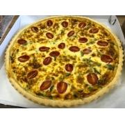Quiche de queijo meia cura e tomate cereja grande