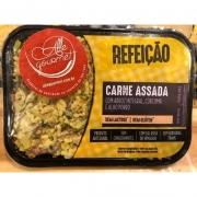 Refeição de arroz Integral com Carne Assada desfiada e Alho Porró