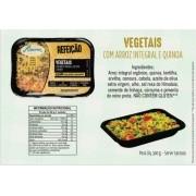 Refeição de arroz integral com vegetais e quinoa