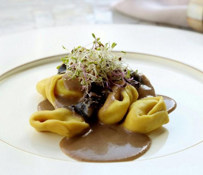 Capeletti branco com blend de carnes flambado ao vinho e conhaque - 500g