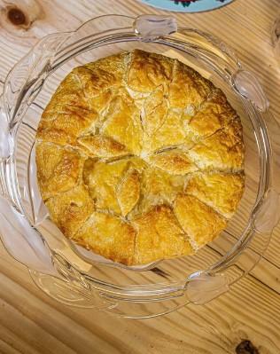 Folhado de Queijo Brie grande