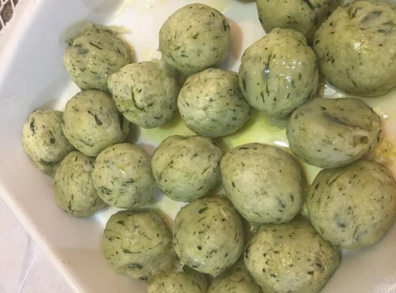 Gnocchi verde de espinafre recheado de três queijos ( gorgonzola , ricota e mussarela) - 500 g
