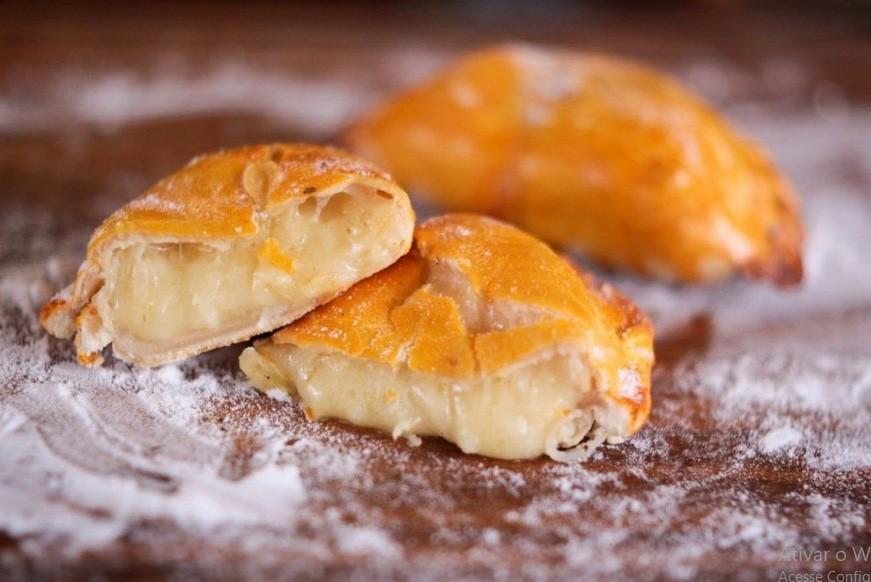 Mini empanadas congeladas de queijo com cebola 10 unid