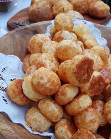 Pão de queijo coquetel feito com 4 queijos - 1kg -  65 unid.