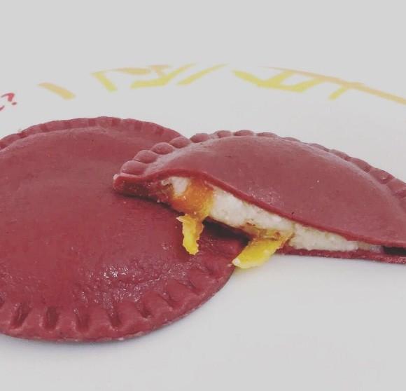 Raviollini vermelho de brie com nozes e damasco - pacote 500 g
