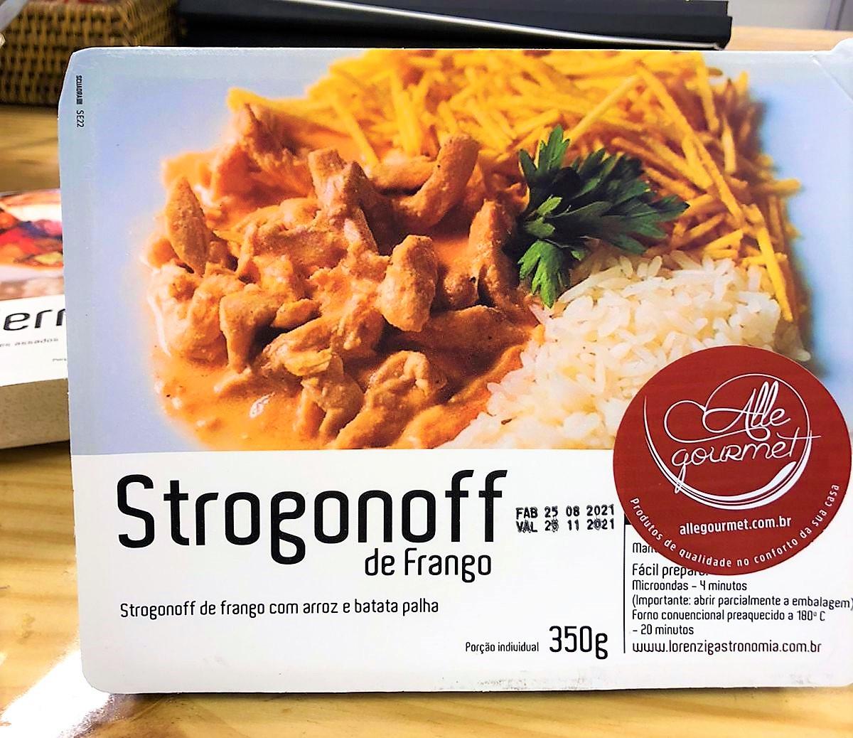 Refeição de Strogonoff de Frango com arroz branco e batata palha