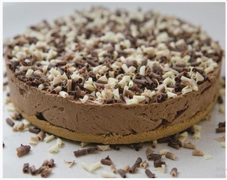 Torta de chocolate belga com massa de bolacha champagne e mousse de chocolate belga 1,2 kg