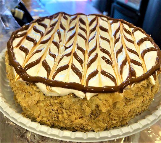 Torta Rogel média com 6 camadas de massa fohada com doce de leite argentino