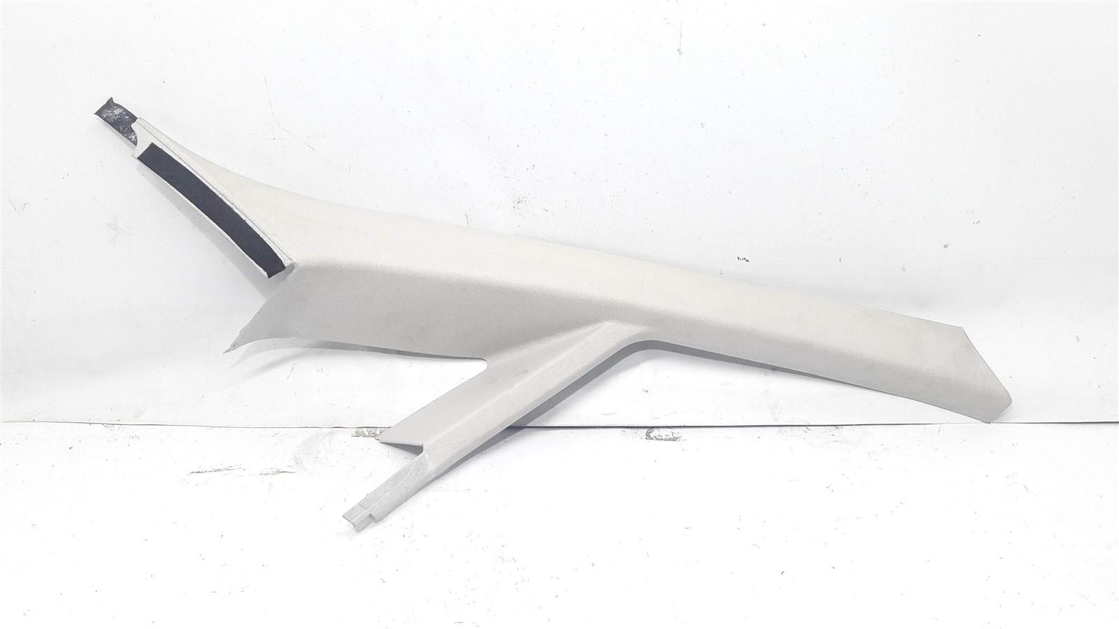 Moldura acabamento vidro vigia coluna parabrisa Linea 2008-2012 direita